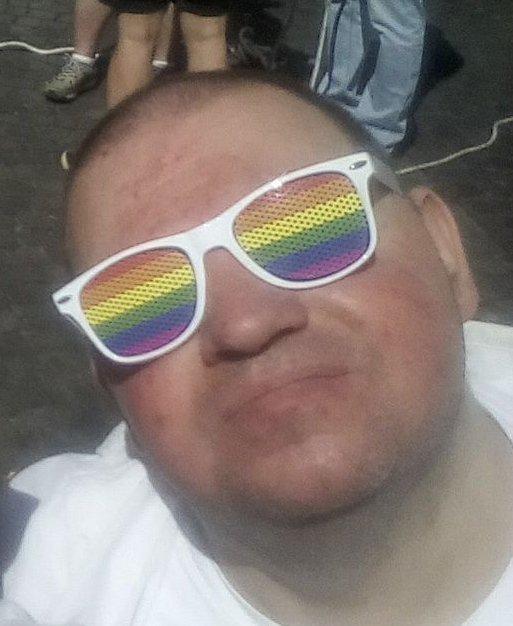 gay-du-04  fête ses 40 ans demain, pense à lui offrir un cadeau.Aujourd'hui à 21:00