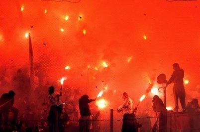Un coup de gueule pour les supporters d 'Olympiakos ! Les matchs doivent se jouer dans un stade pas dans un barbecue !!