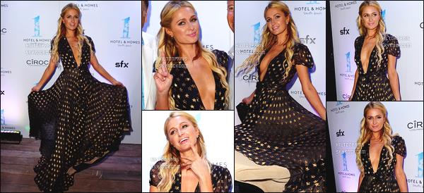 ------- 25/03/15: Paris  Hilton photographiée toute souriante assistant à l'ouverture de l'hôtel  South Beach   -  à Miami. J'aime assez cette longue robe qui semble toute souple et agréable à porter, j'aime beaucoup les motifs. Gros top pour ses cheveux long. -------