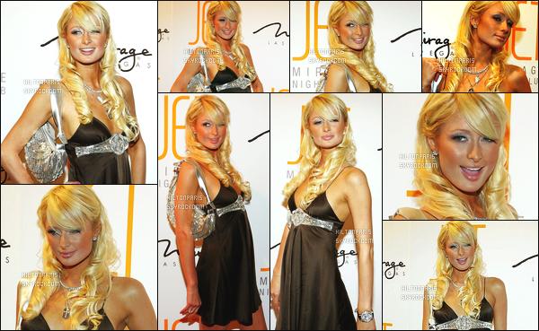 --------  14/01/06 :     Princesse Paris Hilton photographiée à l'ouverture de  « Jet  » une boite de nuit - à Las Vegas.   Petit flop pour cette robe, on dirait une nuisette.. Mais je suis vraiment fan de cette coiffure lachée et bouclée et de ses bijoux aux mains.  --------