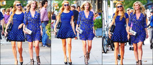 ------- 07/09/14:  Sublime Paris Hilton photographiée  en promenade avec sa soeur Nicky dans les rues de -  New York.   J'aime beaucoup cette tenue bleue, elle est tellement belle mlle Paris.  Grop  top sinon pour cette coiffure bouclé. J'adore toutes les photos.   -------