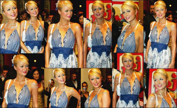 --------  29/06/06  :   La jolie Paris Hilton photographiée arrivant  à une grande soirée au « VIP Room » dans   Paris.  Un flop pour cette tenue, on dirait une campagnarde dans cette robe et aussi la coiffure je n'aime pas trop, avec la tenue cela ne lui va pas.--------