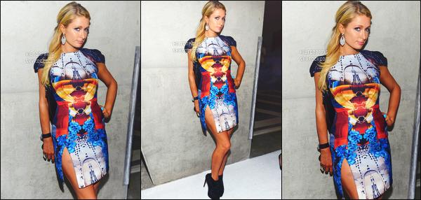 ------- 07/12/12:    Paris Hilton  photographiée sur le tapis rouge pour l'anniversaire « Moncler » - à Miami dans la soirée.  MlleParis été accompagnée de  River. Petit top j'aime mais sans plus cette tenue, petit top pour les bottines noire. Top pour cette coiffure. -------