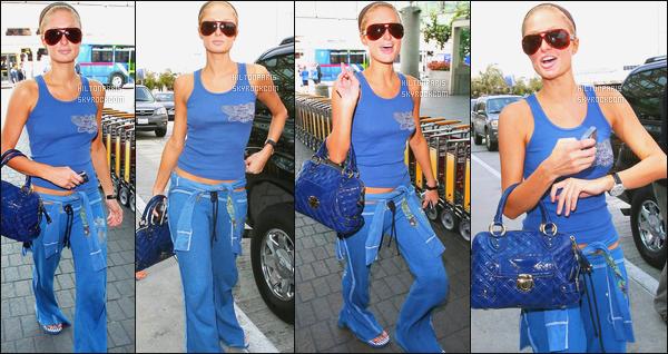 --------  27/04/06  :  Mlle Paris Hilton photographiée arrivant à l'aéroport de « LAX » dans la journée - Los Angeles.  Petit top pour la tenue, c'est une tenue assez simple mais bon c'est suffisant pour prendre l'avion, je n'aime pas du tout cette coiffure tiré.--------