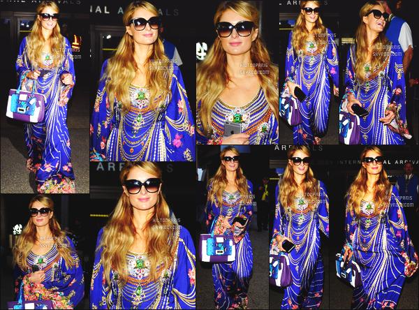 ------- 10/05/15: La magnifique  Paris Hilton photographiée arrivant à l'aéroport de LAX  dans la  journée  -  Los Angeles. J'aime beaucoup cette tenue trés rideau de la Paris. J'aime beaucoup les couleurs asser vif. Toujours fidele à sa paire de lunette de soleil.   -------