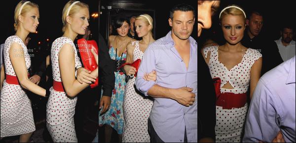 --------  02/07/06  :     Notre princesse Paris Hilton photographiée quittant    boite de nuit avec ses amis - dans Londres.  J'aime beaucoup cette robe, elle est toute adorable notre miss Paris, j'aime beaucoup les petits points, c'est assez original. C'est un petit top.--------