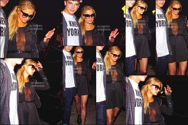 --------  24/11/12 :   Paris Hilton photographié accompagné de River en balade dans les rues de  - Los Angeles. Paris pas trop souriante sur les photos mais j'adore beaucoup cette tenue, elle est tellement belle, je lui met un gros top. Top/Flop?  --------