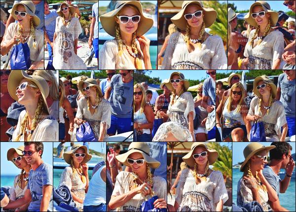 ------- 07/08/12:   Jolie Paris Hilton photographiée   en compagnie de Frederick passant un moment détente sur la plage.  Aussi moment sur un bateau. J'aime beaucoup cette tenue, elle est toute belle et sexy dedant. Au top pour ses deux tresses. Top/Flop?      -------