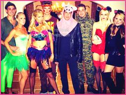 ------- 30/10/12: La magnifique Paris Hilton photographiée deguisé allant à une soirée pour    Halloween -   Los Angeles. J'adore beaucoup se déguisement,  notre princesse Paris est en Robyn, cela lui va vraiment se genre de tenue vraiment sexy. Top/Flop?  -------