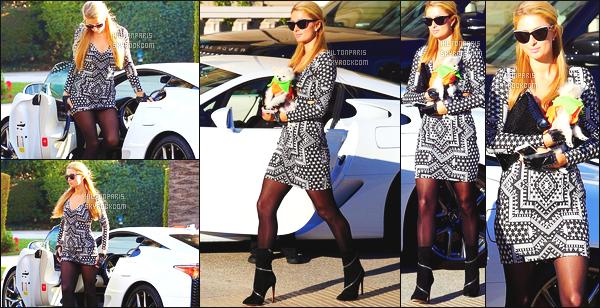 ------- 01/11/14:  Merveilleuse  Paris Hilton   photographiée    dans la journée, vue dans les rues de la ville de Los Angeles.   J'adore assez cette  tenue simple. Petit top pour la belle Paris. Tenue toute simple pour la jolie Paris. J'adore vraiment ceux qu'elle porte.  -------