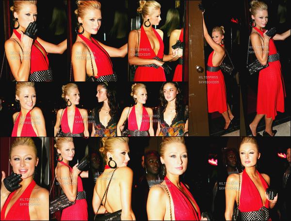 --------  23/06/06  :   Jolie Paris Hilton photographiée arrivant à l boite de nuit de « Cuckoo  » avec Caro' - à Londres.  Gros top pour cette tenue, j'aime beaucoup cette robe mi longue, mi courte. Elle est hyper sexy niveau décolleté. Je suis tellement fan !--------
