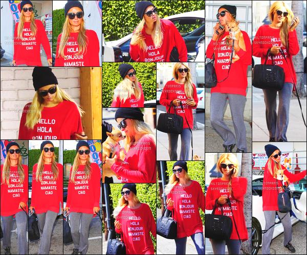------- 08/04/15: Miss Paris Hilton photographiée dans la journée avec son chien Peter Pan dans les rues  à Los Angeles.  Toujours aussi belle notre Paris Hilton sur un candid simple, j'adore beaucoup son pull  original. Top pour ses baskets, elle est tres belle. -------
