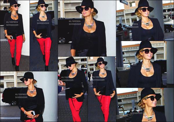 ------- 12/12/14: Notre merveilleuse  Paris Hilton   photographiée dans la journée vue à l'aéroport de LAX à Los Angeles. Sexy Paris Hilton dans son petit haut moulant puis avec son petit chapeau noire et les lunettes de soleil. J'adore sa tenue dans l'ensemble.   -------