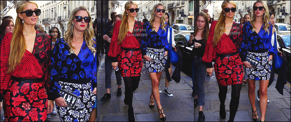 ------- 28/09/14:  La sublime Paris Hilton photographiée  en promenade avec sa soeur Nicky dans les rues de - à Paris.  J'aime moyen cette tenue, mais bon je trouve que cela va bien avec la tenue de sa petite soeur. Mlle Paris   est toujours autant belle.   -------