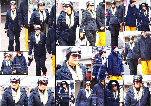 ------- 18/12/12: Notre merveilleuse  Paris Hilton   photographiée dans la grande station de ski dans la journée - Aspen.  Bon c'est une tenue simple petite combinaison de ski qui lui va vraiment bien. J'adore beaucoup, j'aime ses lunettes de soleil. Petit top. -------