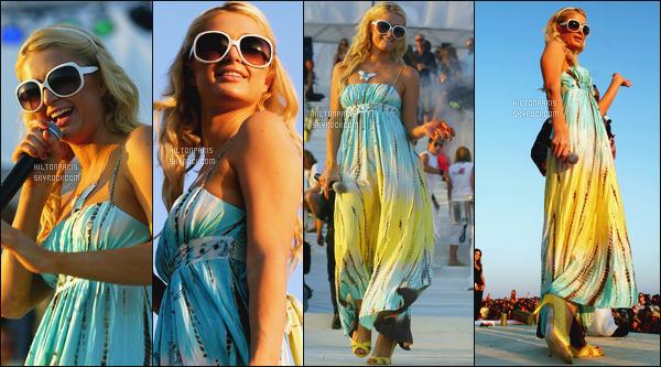 --------  22/07/06  :     Mlle Hilton photographiée en plein show dans la journée pour la promo de son single -  Mallorca.  J'aime beaucoup cette robe, elle est belle Paris, j'adore tellement ses longs cheveux bouclée. Elle est vraiment parfaite, j'adore vraiment.--------