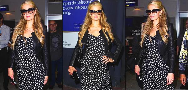------- 15/05/15:  Notre merveilleuse  Paris Hilton  photographiée     arrivant dans la journée  à l'aéroport de   Nice - France.   Petit top pour cette robe sur mlle Paris porte toujours le meme style de vêtement, mais j'aime beaucoup robe et la  petite veste en cuire.   -------