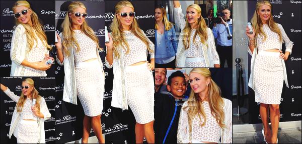 --------  13/05/15 : La miss Paris  Hilton photographiée en seance de dedicasse à Liverpool dans la journée.   J'accorde un top, cette tenue va vraiment bien, j'adore trop cette veste blanche. ( Veste : Philipp Plein   ~ Chaussure : Jimmy Choo ).   --------