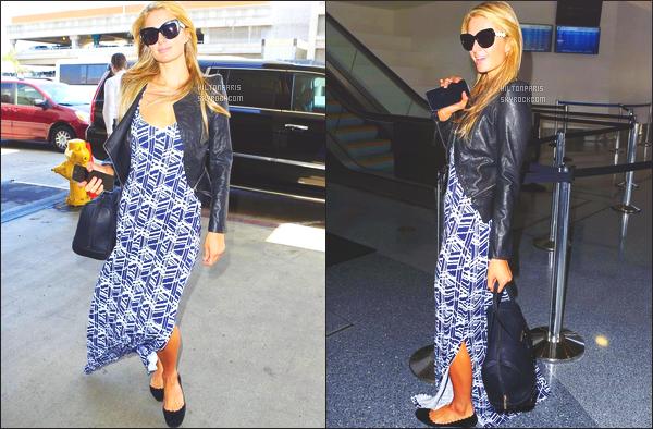 --------  03/06/15 :  Paris  Hilton photographié arrivant à l aéroport de « LAX  » dans la journée -  à  Los Angeles.   Tenue toute simple pour la miss Paris Hilton. J'adore trop ceux qu'elle porte, tenue toute simple, toujours avec sa paire de lunette de soleil!   --------