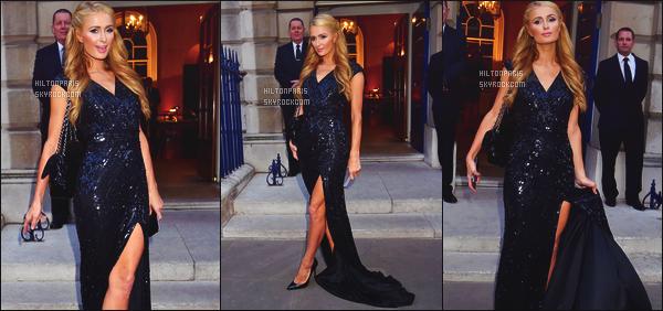 --------  09/07/15 :   Paris Hilton  photographié allant à la soirée  « pré mariage » de sa soeur Nicky - à Londres.   Paris Hilton est bien classe dans cette longue robe de princesse. Tellement glamour notre princesse adorée. Gros top pour la coiffure.  --------