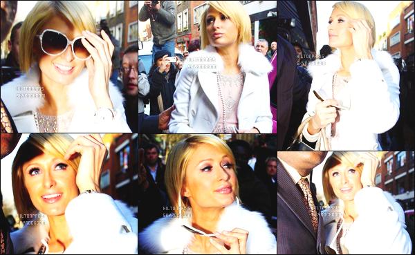 ------- 27/01/09: La princesse Paris Hilton photographiée arrivant à l'hotel « Jardin Covent » dans la journée -  Londres. Paris Hilton est vraiment heureuse et contente de venir à Londres. J'aime  beaucoupcette tenue toute blanche, on dirait une princesse.    -------