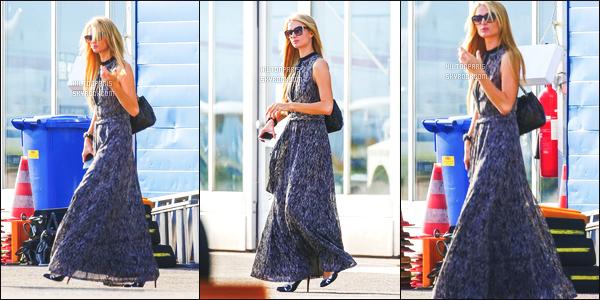 ------- 16/08/15: Princesse Paris Hilton photographiée dans la journée arrivant toute souriante à l'aéroport en Suisse.  Petit top pour cette tenue, j'aime bien la tenue simple coloré, longue et ample pour un candid. J'adore beaucoup la coiffure laché, simple.  -------