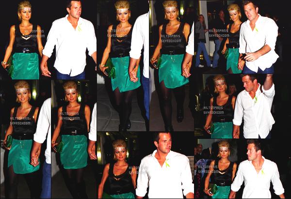 ------- 17/03/09 : Notre princesse Paris Hilton  photographiée     quittant l'hotel «  HardRock   » dans la soirée - à Las Vegas. Paris Hilton est top dans la tenue noire et verte, top son accessoire sur le front qui lui va bien, elle est accompagnée de Doug Reinhardt.     -------