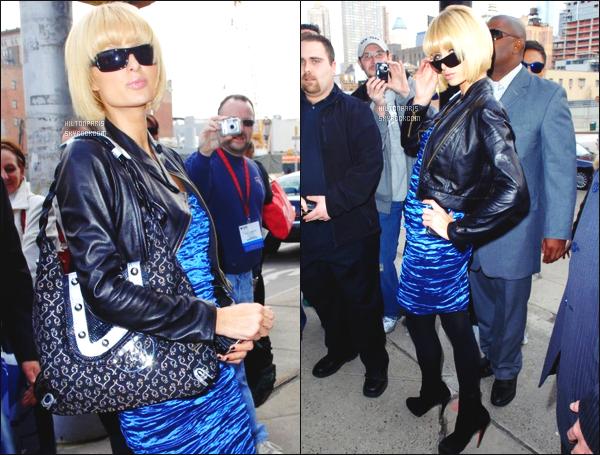 ------- 27/03/09:    Paris Hilton   photographiée    dans la journée arrivant à l'événement de Gripping Eyewear à Los Angeles.  Paris Hilton, sa tenue j'aime moyen, je trouve que le collant ne va pas avec sa tunique bleue, j'aime  ses bottine et ses lunettes de soleil.  -------