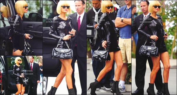 ------- 02/04/09: La princesse Paris Hilton  photographiée    arrivant à l'hôtel «  The Elder  » dans la journée à Los Angeles.  Paris Hilton est   top dans cette tenue, j'aime vraiment tout dans cette tenue. Je lui accorde un enorme gros top. Elle est tellement parfaite.     -------