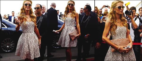 --------  28/08/15 :    Miss Paris Hilton photographié toute souriante dans la soirée quittant son hôtel en Pologne.  Gros top pour cette tenue, j'adore beaucoup cette robe toute belle, simple et je suis fan de la coiffure de Paris on dirait une petite princesse.   --------