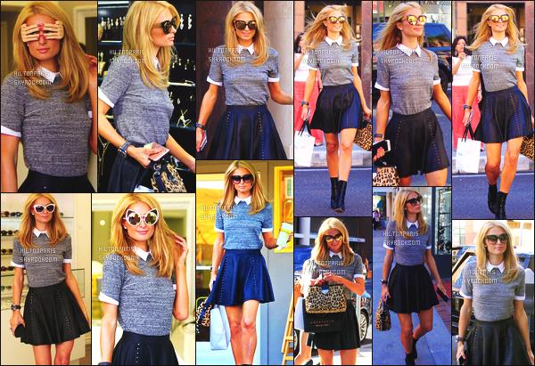 ------- 02/10/15: Notre princesse Paris Hilton photographié en plein seance de shopping dans la journée -  Los Angeles. Paris a fait un petit sejour de cours durée à Londres pour y voir sa soeur. J'aime la tenue simple de  la belle Paris Hilton, toute souriante.  -------