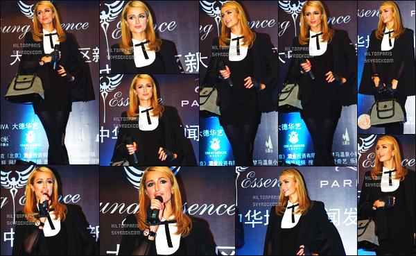 --------  15/10/15 :  Paris Hilton assistant à une conférence de presse pour promouvoir sa marque « PH » - Tokyo.  J'adore bien la tenue de Paris, elle est trés classe dans se genre de tenue, une femme glamour. J'aime beaucoup son make up et la coiffure.  --------