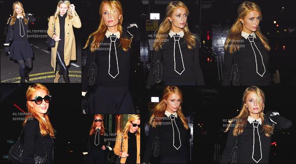 --------  16/11/15 :   La jolie Paris  Hilton   photographié quittant un restaurant avec sa petite s½ur Nicky - Londres.  Paris a fait un petit sejour de cours durée à Londres pour y voir sa soeur. J'aime la tenue simple de notre belle Paris Hilton, toute souriante.   --------