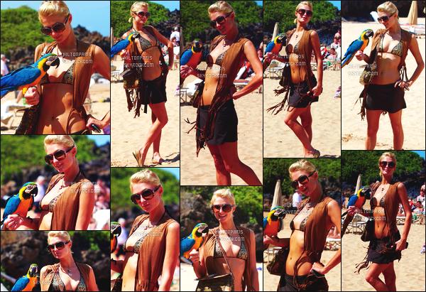 ------- 12/03/09:  Mlle Paris  Hilton  photographiée  passant du bon temps à la mer avec un adorable perroquet  -  Hawai. Paris Hilton profite bien de ses vacances accompagnée de son cheri Doug à Hawaï, elle enchaîne beaucoup d'activitées. Elle s'amuse bien.    -------