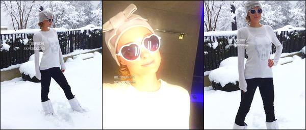 """--------------------------------------  """"""""RESEAUX SOCIAUX"""""""" Découvrez les dernières photos de mlle Paris toujours  actif sur Instagram ou Snapchat. Fevrier 2016 - Des photos de  Paris à de son retour en Suisse chez elle, elle semble ravie d'avoir retrouvé la neige. J'adore   son bonnet.  --------------------------------------"""
