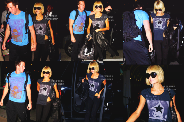 ------- 26/03/09: Notre sublime Paris  Hilton photographiée arrivant à l'aéroport de LAX  dans la soirée - à  Los Angeles.  Paris Hilton est vraiment souriante devant les paparazzis. J'adore la tenue simple, avec son pull. Elle est accompagnée de Doug Reinhardt.  -------