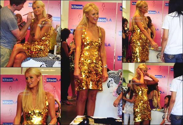 ------- 16/08/07: Princesse Paris Hilton photographiée en plein promotion pour une ligne de vêtement à Los Angeles. Gros top pour cette tenue, c'est assez sexy pour un evenement comme ca mais j'adore. Gros top aussi pour ses cheveux lisse long blond.    -------