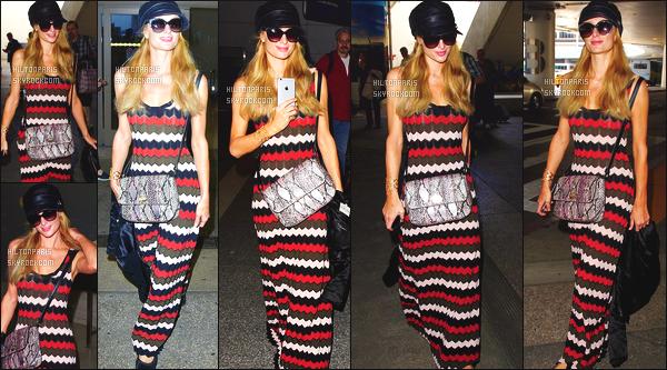 --------  25/03/16  :  Paris Hilton photographiée arrivant à l'aéroport de « LAX » dans la journée - à Los Angeles.  Petit top pour cette tenue sur notre miss Paris, je suis assez blasé de toutes ses robes rideaux. Et la pour une fois flop pour cette casquette.  --------