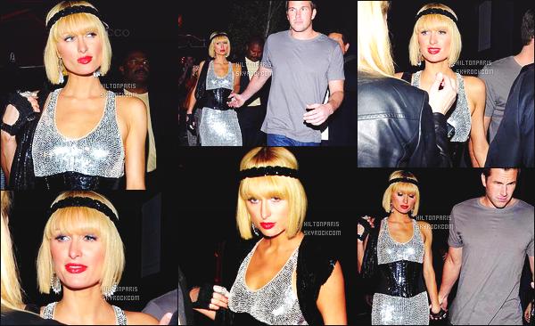 ------- 03/04/09: Notre princesse Paris Hilton photographiée    en promenade dans les rues de Los Angeles das la soirée.  Jolie Paris Hilton est top dans cette tenue, je suis fan de cette robe argentée. Elle est au top. Elle est accompagnée de Doug Reinhardt.   -------