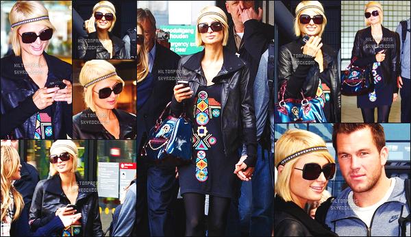------- 13/04/09 : Magnifique  Paris Hilton photographiée arrivant à l'aéroport d'Amsterdam  dans la  journée avec Doug.  Notre sublime Paris Hilton est top dans cette tenue, simple, je suis complètement fan de son sac à main. Et de ses cheveux court carré.  -------