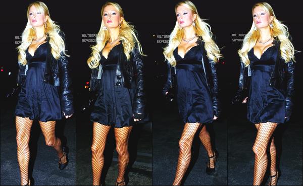 ------- 10/03/07 : Jolie Paris Hilton photographiée  en balade dans la soirée avec son ami  Elisha Cuthbert à Los Angeles. Petit top pour cette tenue. J'aime assez cette robe courte qui va avec cette veste en cuire. J'adore beaucoup ses cheveux long laché. Top.  -------