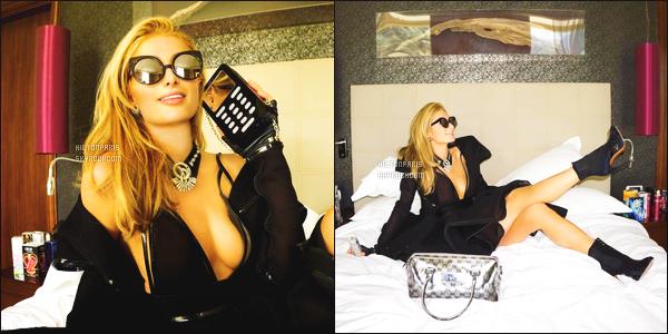 """--------------------------------------  """"""""RESEAUX SOCIAUX"""""""" Découvrez les dernières photos de mlle Paris toujours  actif sur Instagram ou Snapchat. Mai 2016 -   Quelques photos de Paris Hilton qui s'improvise un petit shooting sur son lit à l'hotel. J'adore la tenue qu'elle porte. Gros top. --------------------------------------"""