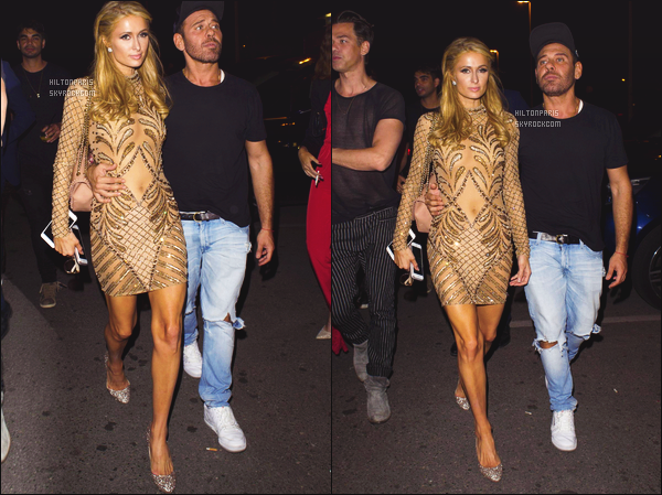 ------- 15/05/16: Jolie  Paris Hilton photographiée  avec un ami quittant la boite de nuit   Gotha dans la soirée -  à Cannes. J'aime beaucoup cette robe courte dorée, elle va vraiment bien à Paris, je suis hyper fan aussi de cette coiffure simple et bouclée, gros top.    -------