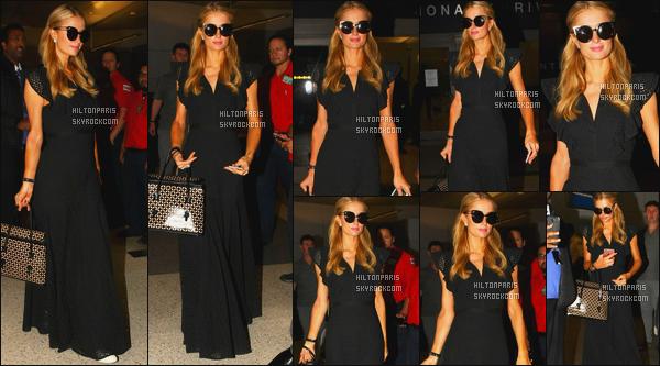 ------- 25/05/16: La magnifique  Paris Hilton photographiée arrivant à l'aéroport de LAX  dans la soirée  - à  Los Angeles. Petit top pour cette tenue, cela lui va bien, j'aime bien cette robe super simple, je suis fan des lunettes de soleil original (Erdem x Linda).       -------