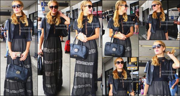 ------- 06/06/16: La magnifique  Paris Hilton photographiée arrivant à l'aéroport de LAX  dans la  journée  -  Los Angeles. Je suis un peu déçue de la tenue, c'est du vue et revue. Rien de nouveau mais j'aime, ça passe pour un candid tout simple comme ici.      -------