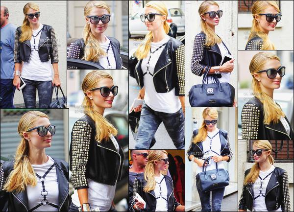 ------- 16/06/16:  Notre princesse Paris Hilton photographiée dans la journée, quittant la boutique Apple seule -  Milan.  Petit top pour cette tenue, j'aime beaucoup cette veste en cuire à clou, cela lui va super bien, j'aime aussi la coiffure, gros top vraiment. -------