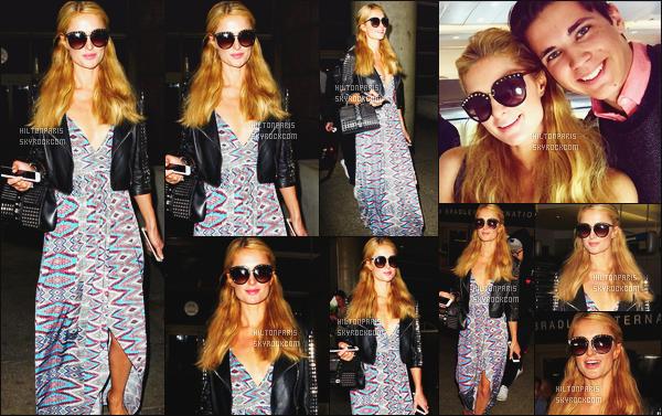 ------- 23/06/16: La magnifique  Paris Hilton photographiée arrivant à l'aéroport de LAX  dans la  soirée  -  à  Los Angeles. Bon je sature de se genre de robe rideaux. Mais bon Paris aime beaucoup (helas) mais je suis tres fan de son perfecto. Il lui va super bien.  -------