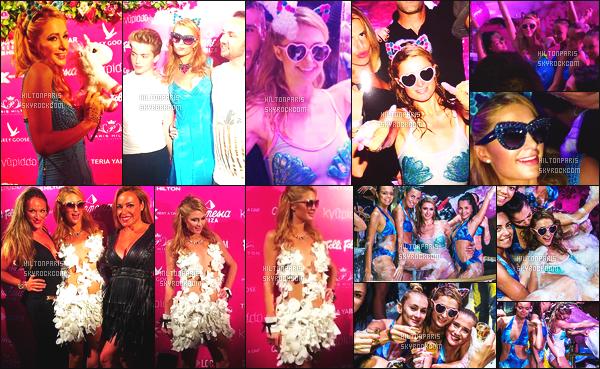 ------- 20/08/16: La princesse  Paris Hilton  photographiée   entrain de mixer à sa soirée de  Foam And Diamond   -  à Ibiza.    J'adore trop la tenue qu'elle porte dans la boite de nuit, son maillot bleu, cette tenue lui va tellement bien, je suis hyper fan. Paris est   top.   -------