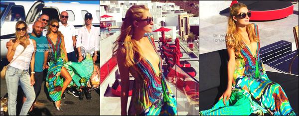 """--------------------------------------  """"""""RESEAUX SOCIAUX"""""""" Découvrez les dernières photos de mlle Paris toujours  actif sur Instagram ou Snapchat. Aout 2016 -  Voila  Paris Hilton à  Mykonos j'aime beaucoup les photos, elle semble passé du bon temps à Mykonos, gros top pour la robe. --------------------------------------"""