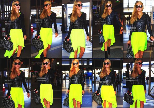 ------- 25/08/16: La magnifique  Paris Hilton photographiée arrivant à l'aéroport de LAX  dans la  journée  -  Los Angeles. Petit top, j'aime beaucoup se style de jupe assez fluo qui change des habitudes, j'aime  beaucoup la veste à cuire sur Paris. Top/Flop?      -------